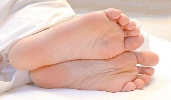 Hornhaut entfernen an den Füßen